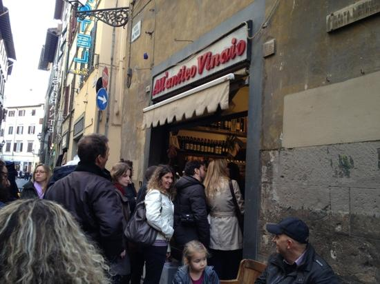 All' Antico Vinaio: waiting in the que