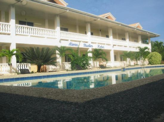 Alona Studios Hotel: hotel view from the pool