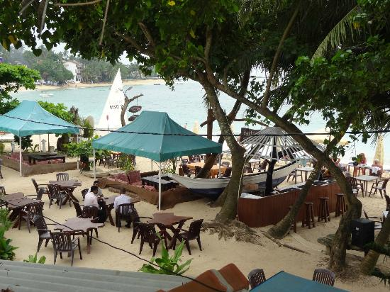 Tartaruga Hotel & Beach Restaurant: restaurant with chill out pavilions