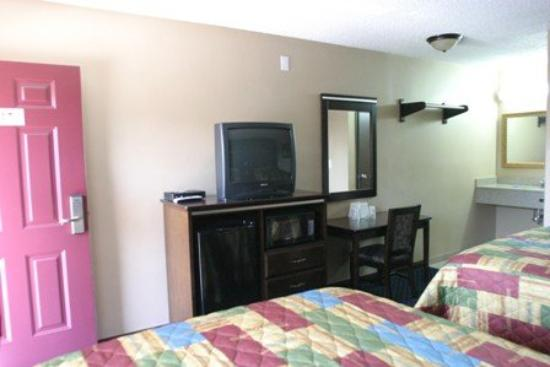 Hollywood Palms Inn & Suites: Two Beds