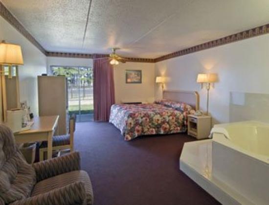 Select Inn Murfreesboro: JACUZZISUITE