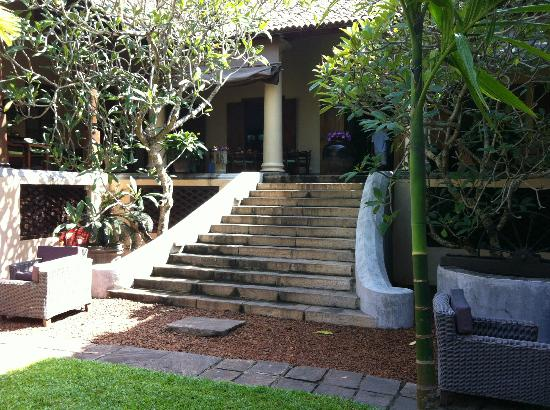 Galle Fort Hotel: stairs leading to restaurant