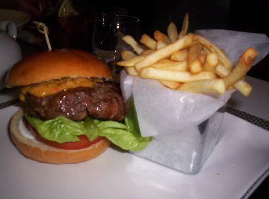 Harvey Nichols Second Floor Bar and Brasserie: Delicious Burger and chips