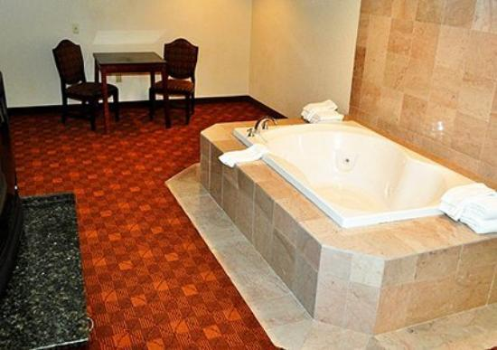 Econo Lodge : Whirlpool in Bath