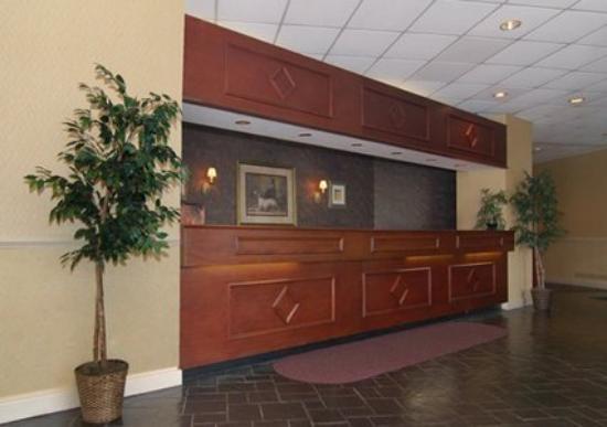 Econo Lodge : Front Desk