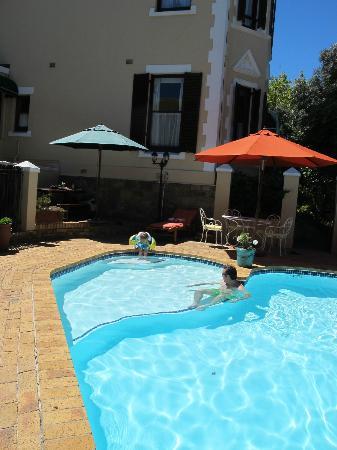 Carmichael Guesthouse: la piscine