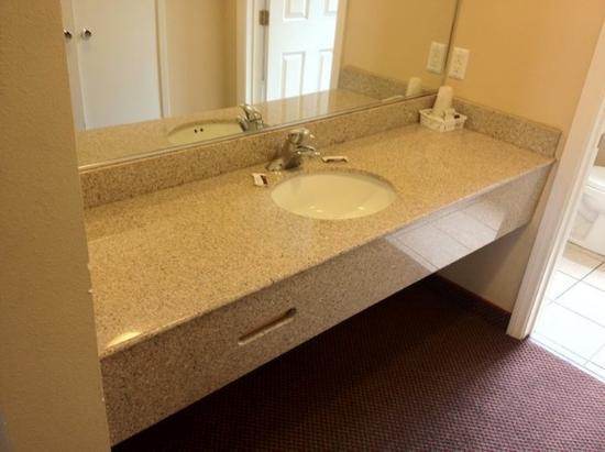 Delmonico Motel: Bathroom