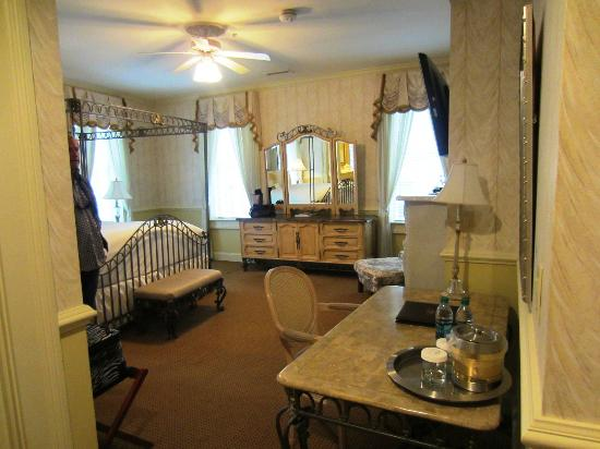 The Vendue Charleston's Art Hotel: Our Beautiful Suite