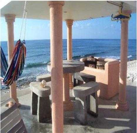 Cayman Breakers Condominiums: Bbq