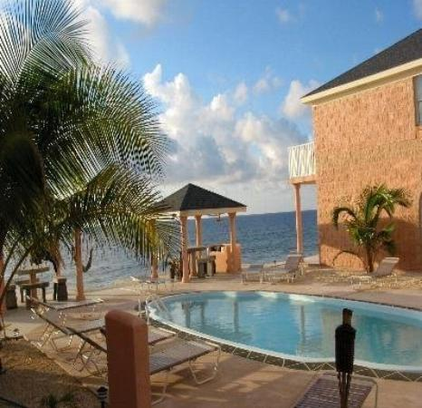Cayman Breakers Condominiums : Pool