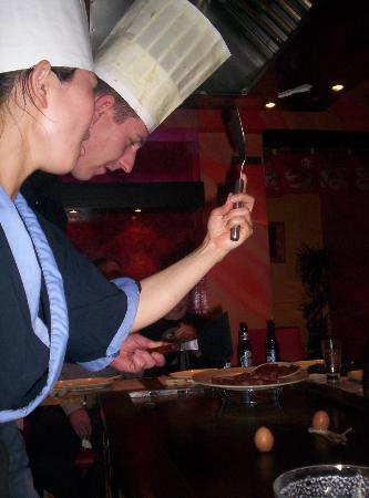 Hanahana: Egg tossing into Chef's hat