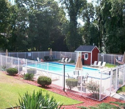 Inn at Swan River: Pool