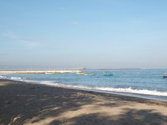 Risata Bali Resort & Spa: Tuban beach - near airport (can see planes taking off)