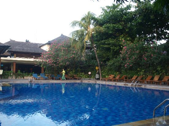 Nice swimming pool picture of risata bali resort spa kuta tripadvisor for Nice hotels with swimming pool