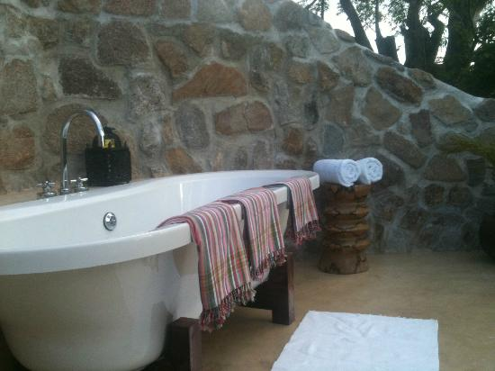 Kaya Mawa : Bathroom on top