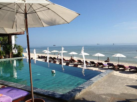 Laksasubha Hua-Hin: Pool at beach