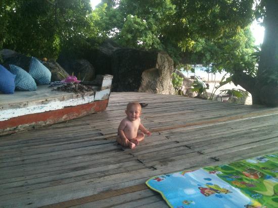 Kaya Mawa : Deck infront of room