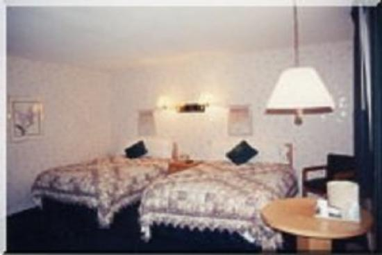 Maple Leaf Inn: Room