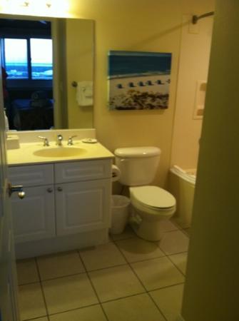 Wyndham Vacation Resorts Panama City Beach: bathroom off the master bedroom