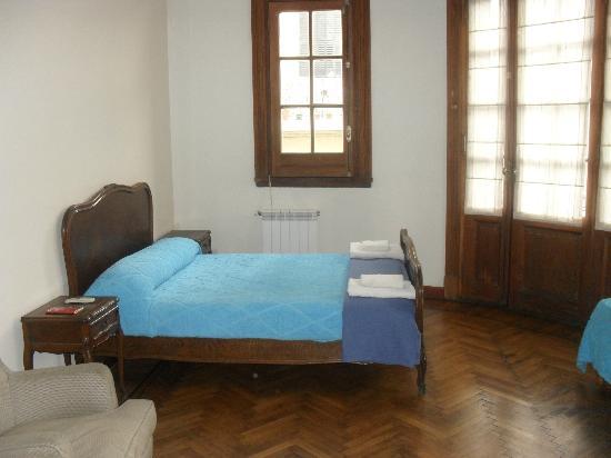 Che Argentina Hostel Suites: Habitacion matrimonial con Tv y aire acondicionado