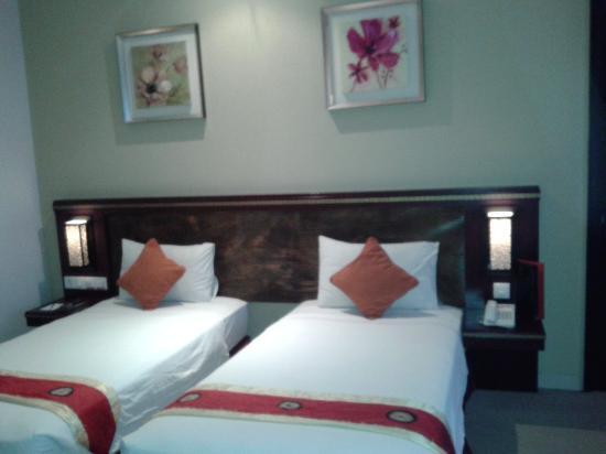 Gino Feruci Kebonjati Bandung: 2 twin bed..
