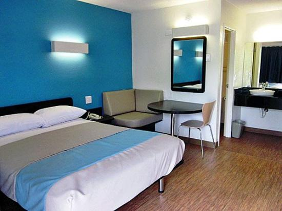 Motel 6 Overland: MSingle