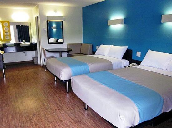 Motel 6 Overland: MDouble