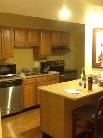 Residence Inn Ontario Airport: nice kitchen..