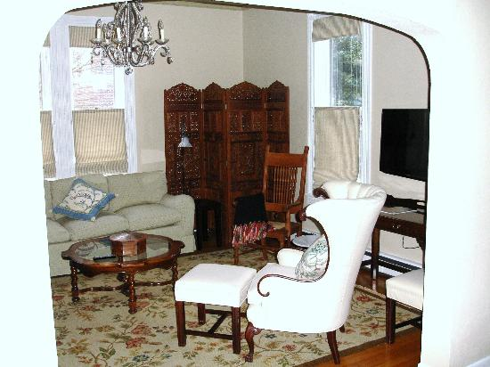 The Guest House Inn on Courthouse Square: Part of the Living Room