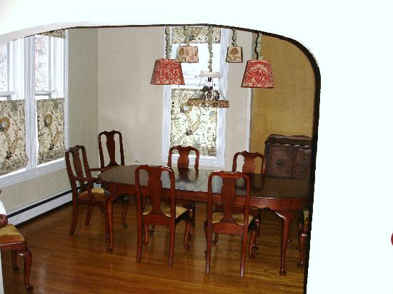 The Guest House Inn on Courthouse Square: Dining Room