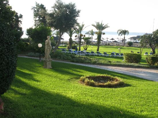 St Raphael Resort: GROUNDS