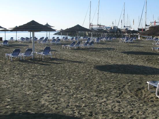 St Raphael Resort: BEACH