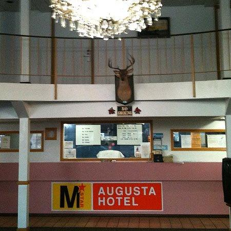Relax Inn Augusta : MStar Augusta Front Desk