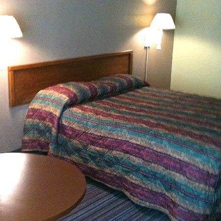 Relax Inn Augusta : Guest Room