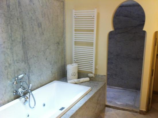 Riad Idra: bath