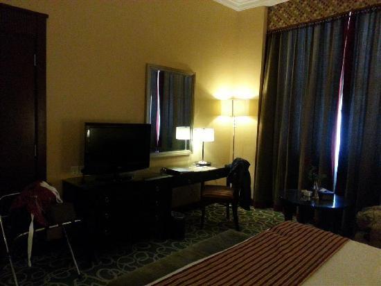 Concorde Hotel Fujairah: Work desk / TV