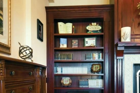 Country Inn & Suites by Radisson, Topeka West, KS: Read and return library