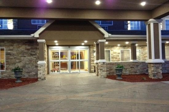 Country Inn & Suites by Radisson, Topeka West, KS: Welcoming Entrance