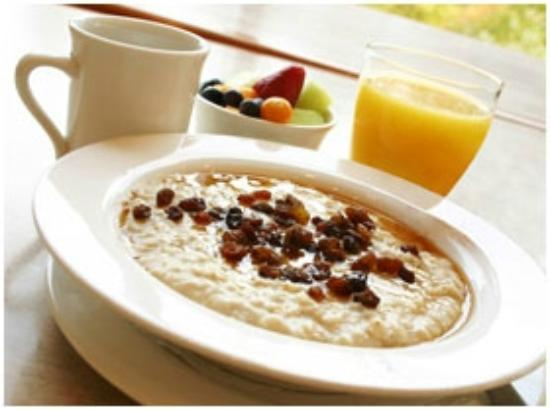 Country Inn & Suites by Radisson, Topeka West, KS: Hot Oatmeal