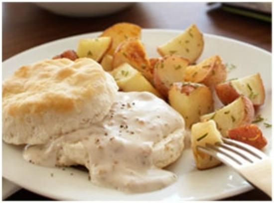 Country Inn & Suites by Radisson, Topeka West, KS: Saory Biscuits and Gravy