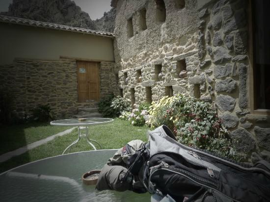 Tikawasi Valley Hotel: Courtyard in the middle. 
