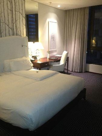 DaVinci Hotel and Suites: comfy bed