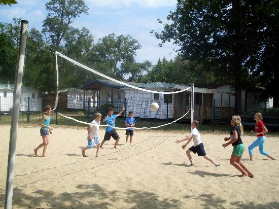 Camping Lou Puntaou: Volley ball