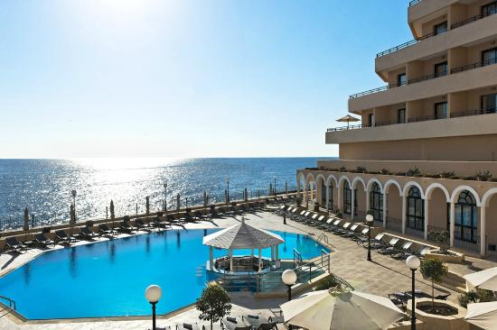 Radisson Blu Resort, Malta St Julian's: The Main Pool & Wet Bar