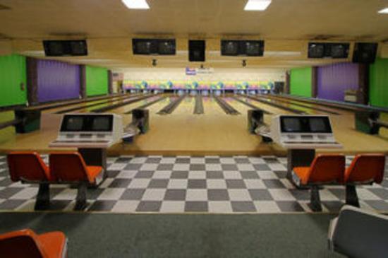 Shadowbrook Inn and Resort: Bowling