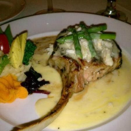 Restaurant Bouchard: The 'special' veal chop.
