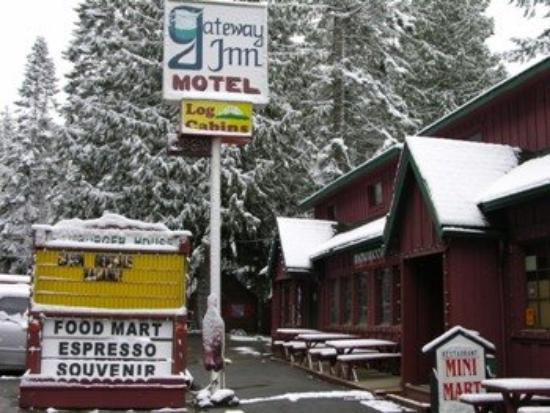Gateway Inn & Cabins: Last Snow
