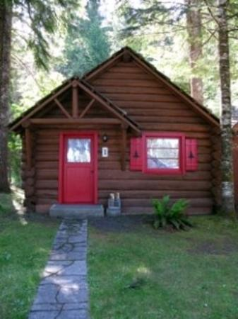 Gateway Inn & Cabins: Cabin One Outside Ver