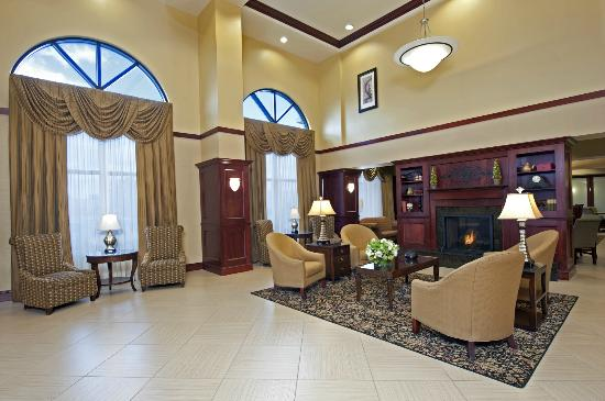 Hampton Inn Indianapolis Northwest - Park 100: Lobby w/ Lounge Seating