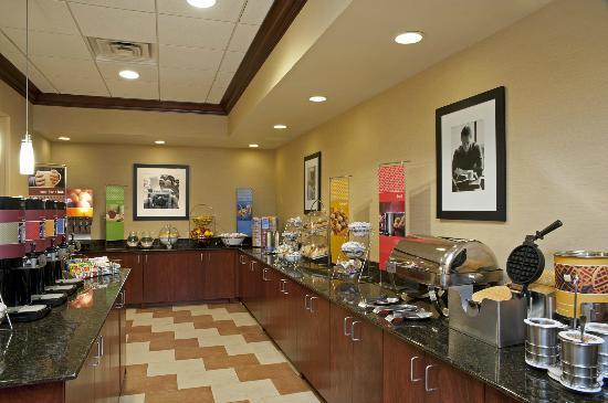 Hampton Inn Indianapolis Northwest - Park 100 : Complimentary Hot Breakfast Buffet